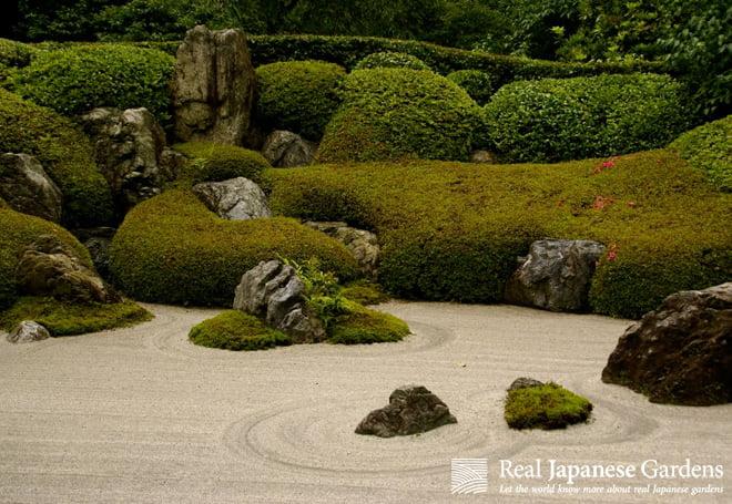 Stone arrangement in Japanese gardens