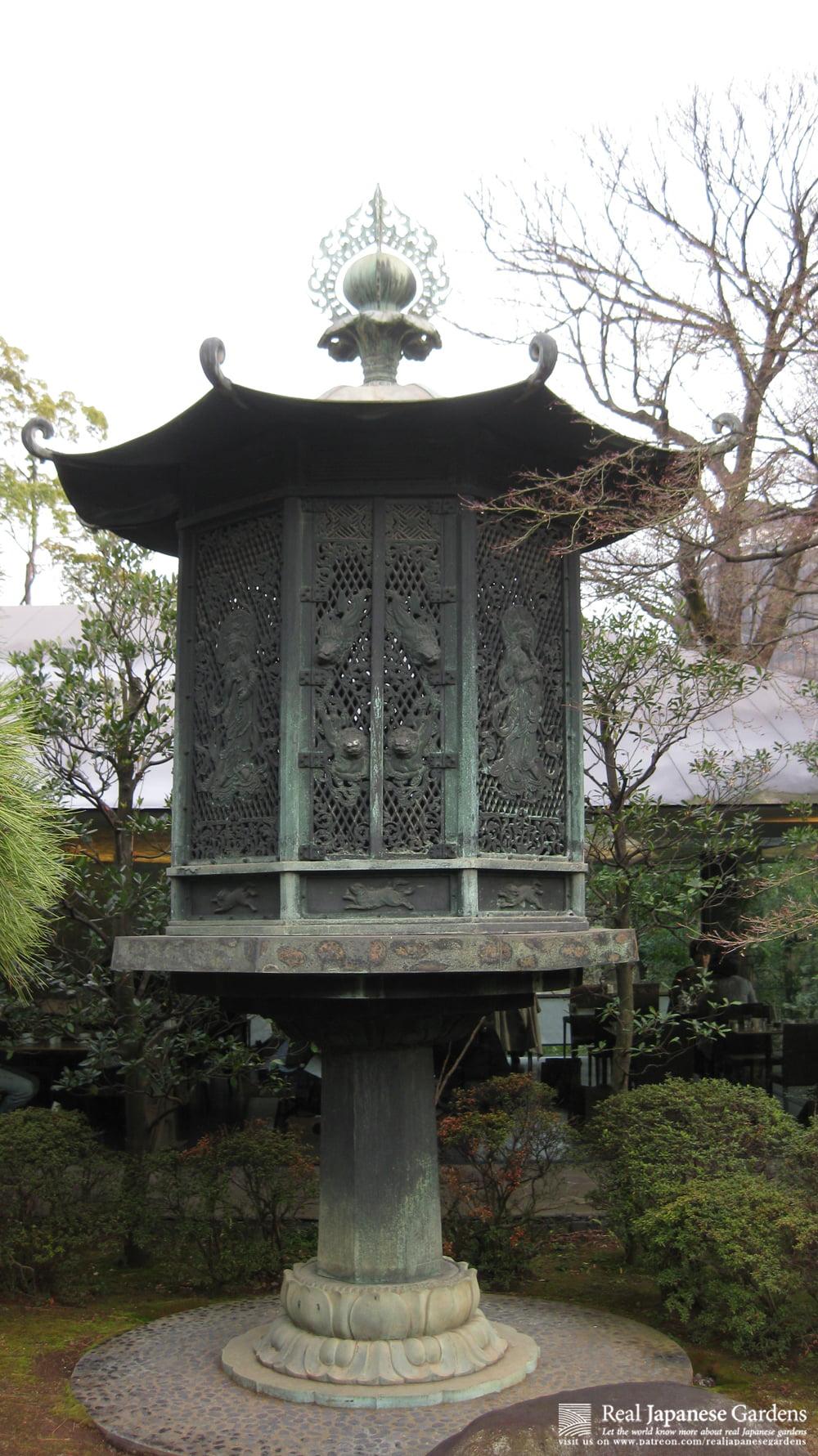 Lantern in Nezu Museum